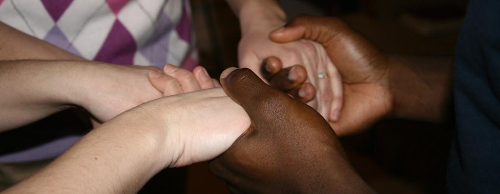 diverse-3hands-pray